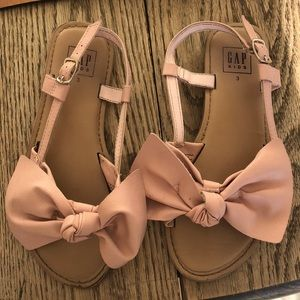GAP girl's size 3 bow sandals
